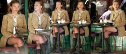 Scarlett Johansson Sentada Con Minifalda y Botas