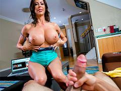 Getting Help And Squirting – Alexis Fawx