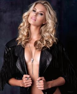 La Modelo Australiana Natalie Roser En Modo Diosa
