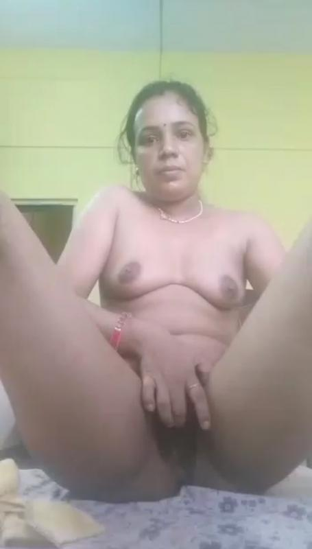 Unsatisfied Married Bhabi Fingering And Masturbating With ToothBrush 2more Clip