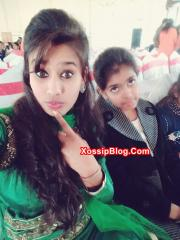 Desi Girlfriend Showing Big Boobs