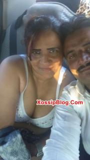 Lahore Aunty Big Boobs Shows in a Car