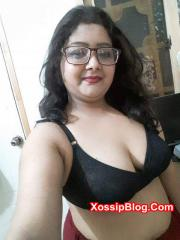 Karachi MILF Big Boobs and Pussy Shows
