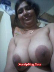 Desi Aunty Showing Big Boobs and Pussy
