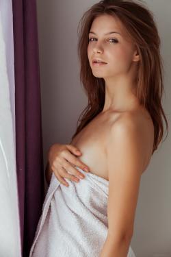 2017-03-20 Emma Sweet - Turine (x101)(3744x5616)v6rlgbuk20.jpg