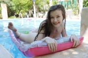 Emily-Bloom-Smile-t6tdasn6uw.jpg