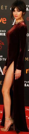 Úrsula Corberó Vestido De Gala Con Abertura En Los Premios Goya